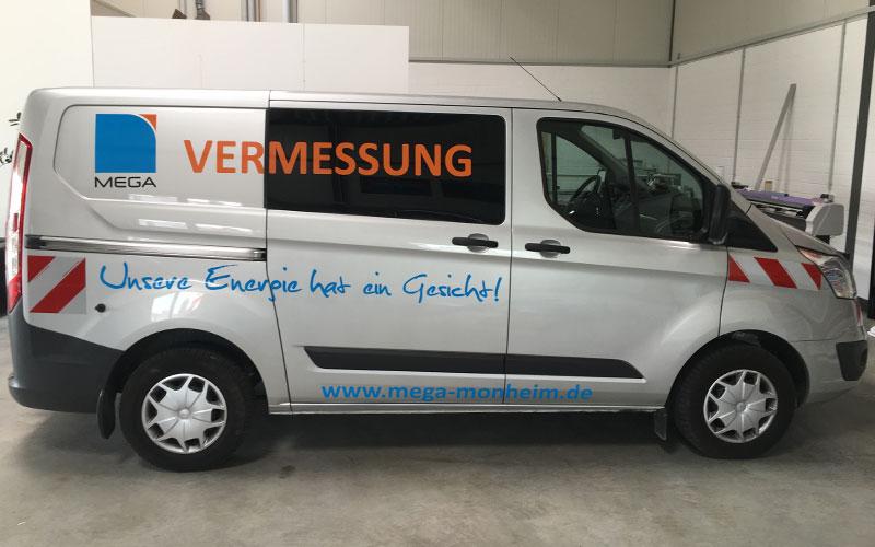 Fahrzeugbeschriftung Transporter MEGA Monheim nachher