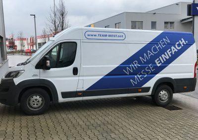 Transporter beklebt mit Autofolie von HplusB Design für TeamWest aus Monheim