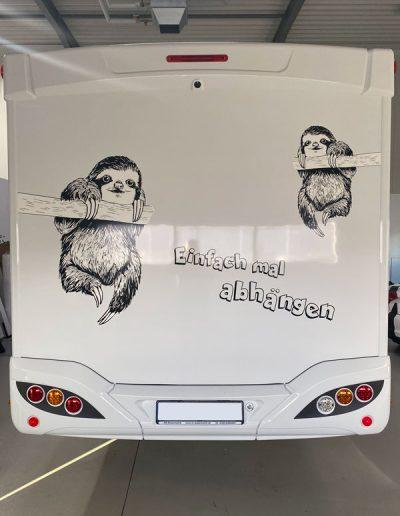 """Wohnmobil foliert mit Spruch """"Einfach mal abhängen"""""""