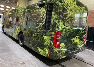 Linienbus der Stadt Monheim vollfoliert mit Waldmotiv