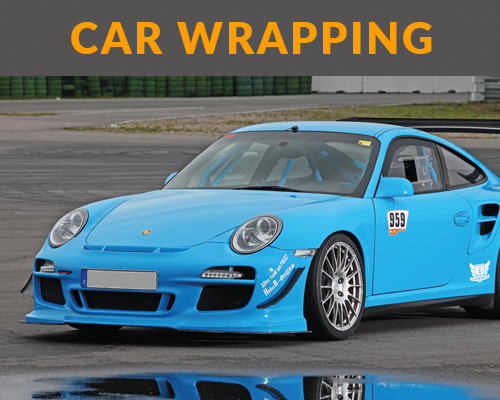 Car Wrapping mit Porsche in hellblau vollfoliert